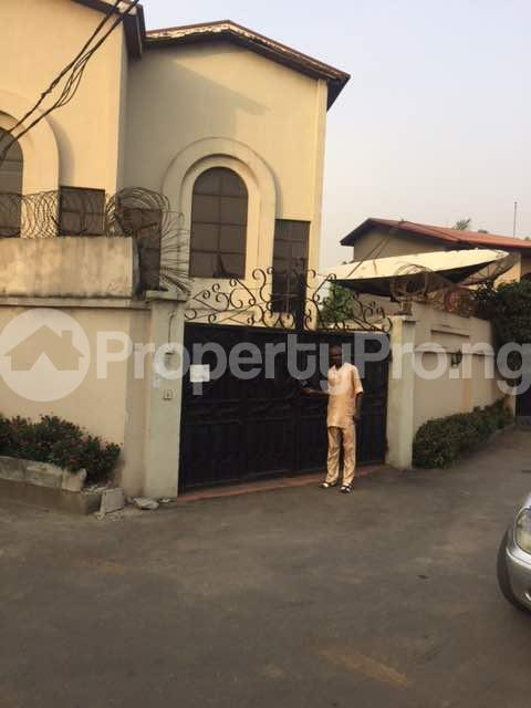 4 bedroom Terraced Duplex for sale Shonibare Estate Maryland Lagos - 3