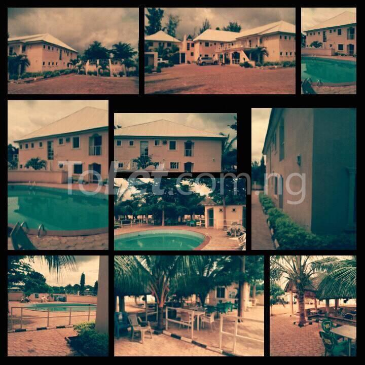 10 bedroom Hotel/Guest House Commercial Property for sale  Near Odoma clinic iyogbo. Idah Kogi - 0