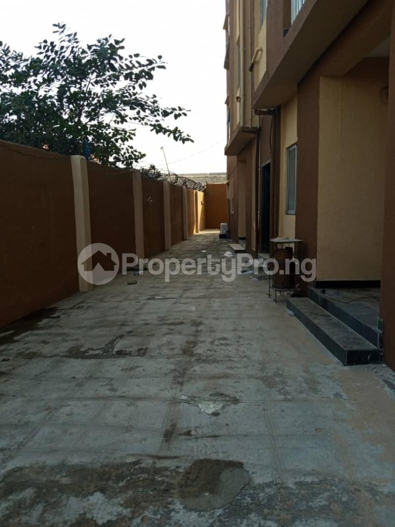 3 bedroom Flat / Apartment for rent Ashimohu Street by Ramoni Street Lawanson Surulere Lagos - 27