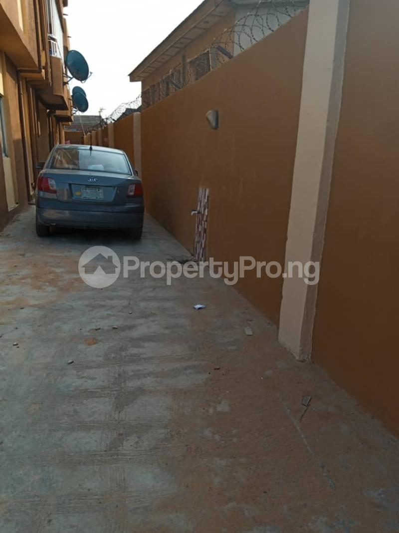 3 bedroom Flat / Apartment for rent Ashimohu Street by Ramoni Street Lawanson Surulere Lagos - 1
