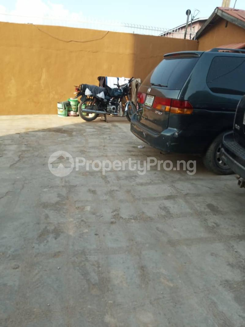 3 bedroom Flat / Apartment for rent Ashimohu Street by Ramoni Street Lawanson Surulere Lagos - 3