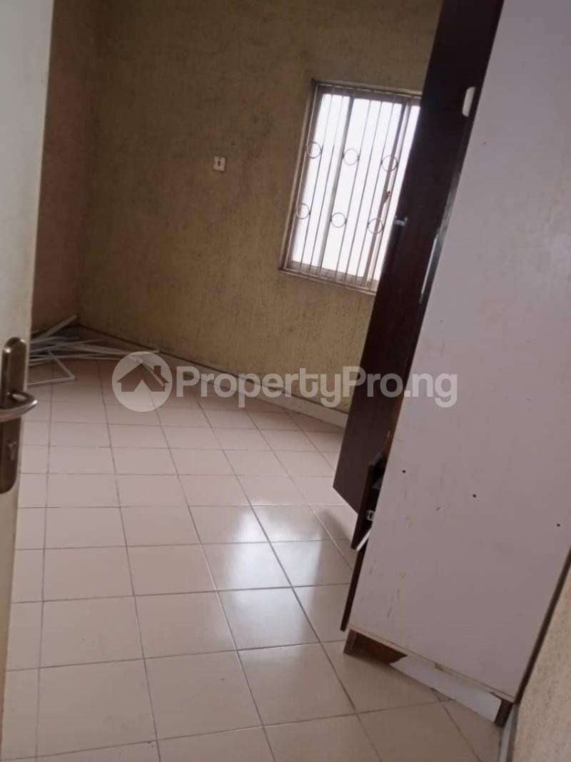 3 bedroom Flat / Apartment for rent Ashimohu Street by Ramoni Street Lawanson Surulere Lagos - 12