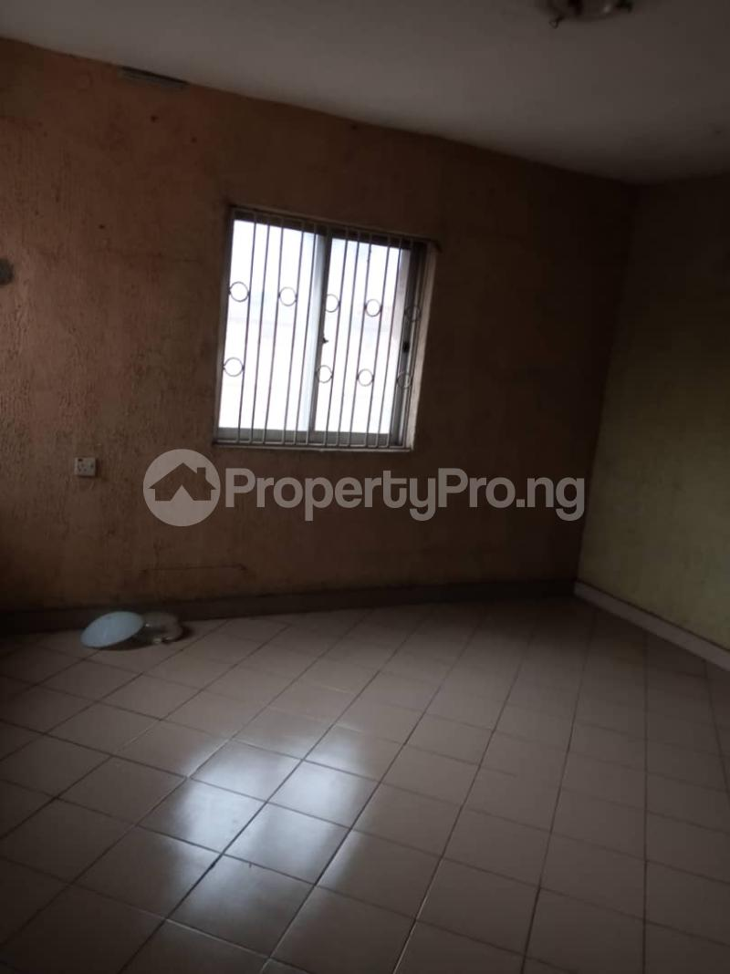 3 bedroom Flat / Apartment for rent Ashimohu Street by Ramoni Street Lawanson Surulere Lagos - 22
