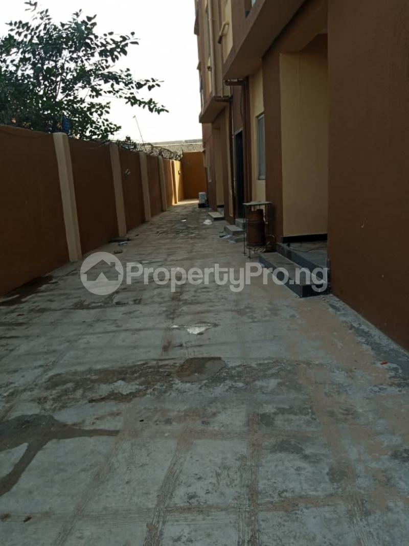 3 bedroom Flat / Apartment for rent Ashimohu Street by Ramoni Street Lawanson Surulere Lagos - 19