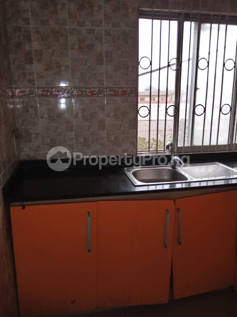 3 bedroom Flat / Apartment for rent Ashimohu Street by Ramoni Street Lawanson Surulere Lagos - 9