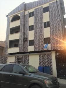 Self Contain Flat / Apartment for rent Alagomeji Yaba Lagos