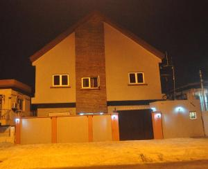 10 bedroom Hotel/Guest House Commercial Property for sale Randle Avenue Surulere Lagos