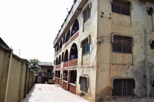 3 bedroom Blocks of Flats for sale Academy Bustop Iwo Rd Ibadan Oyo