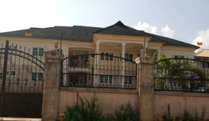 10 bedroom Massionette House for sale Evbukhun, off Sapele road Benin City Oredo Edo