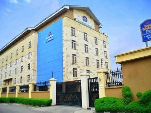 10 bedroom Hotel/Guest House Commercial Property for sale Located in the heart of Ikeja, this exquisite 4-Star hotel is situated on the busiest street in Ikeja, Allen Avenue.  Ikeja GRA Ikeja Lagos