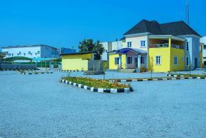 10 bedroom Hotel/Guest House Commercial Property for sale Kaduna South Kaduna