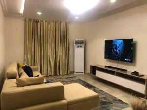 Flat / Apartment for shortlet .... Ikoyi Lagos
