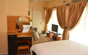 2 bedroom Shared Apartment for shortlet   Shonibare Estate Maryland Lagos