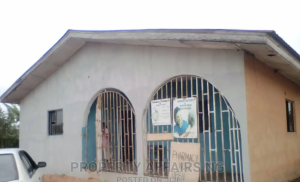 3 bedroom Blocks of Flats House for sale Egbean Upper Siluko Oredo Edo