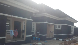 3 bedroom Blocks of Flats House for sale MTN Mast Road Ugbor GRA, benin city Oredo Edo