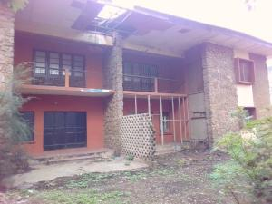6 bedroom Semi Detached Duplex House for sale Opposite Children Home School and Behind St Anne's Chu=urch Molete Molete Ibadan Oyo