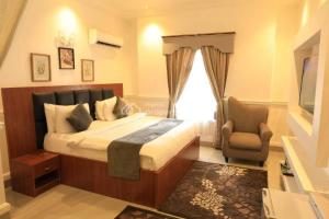 Hotel/Guest House Commercial Property for sale ... Wuye Abuja
