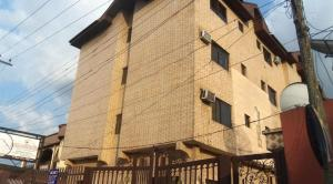 10 bedroom Hotel/Guest House Commercial Property for sale Idahosa Street, Off Mission Road. Oredo Edo