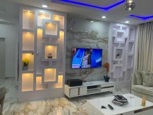 3 bedroom House for shortlet Enyo Filling Station By Lekki Phase 1 Ikate Lekki Lagos