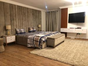 3 bedroom Shared Apartment Flat / Apartment for shortlet . ONIRU Victoria Island Lagos