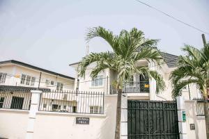3 bedroom Flat / Apartment for shortlet Surulere Lagos