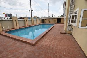 3 bedroom House for rent Dide Olu Estate ONIRU Victoria Island Lagos