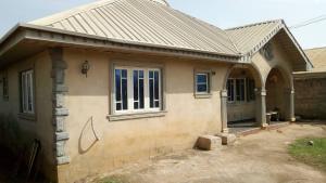 3 bedroom House for sale soka  @ d back of club luren.. Soka Ibadan Oyo