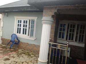 3 bedroom Detached Bungalow House for sale Bako area Apata road, ibadan under 4 minutes to main road. Apata Ibadan Oyo