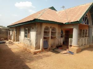 3 bedroom Detached Bungalow House for sale Adeola Area, Along All Souls School, Idi igbaro, Ologuneru ibadan.   Ibadan Oyo