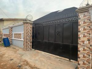 3 bedroom Detached Bungalow House for sale : Jeje area Alakia side along adegbayi old Ife road Ibadan.  Alakia Ibadan Oyo