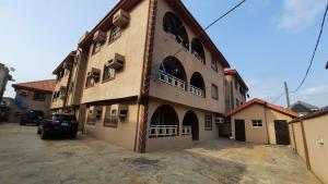 3 bedroom Flat / Apartment for rent Off Idowu rufai Ago palace Okota Lagos