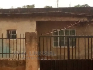 3 bedroom Flat / Apartment for sale 3 buildings from Mallam tope filling station Osogbo Osun