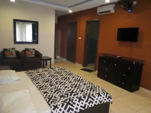3 bedroom Flat / Apartment for rent Off Oba Akinjobi way Ikeja GRA Ikeja Lagos