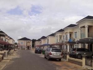 3 bedroom House for rent Off Ikeja/Oshodi along road, Airport Road(Ikeja) Ikeja Lagos