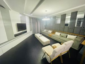 3 bedroom Shared Apartment Flat / Apartment for shortlet Agungi/agiran Road Jakande Lekki Lagos