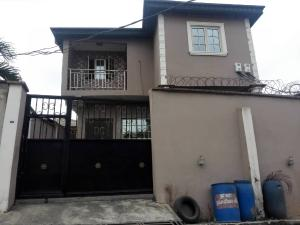 3 bedroom Flat / Apartment for rent College road in an estate Ogba Lagos