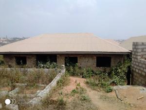 3 bedroom Blocks of Flats House for sale Diamond Estate, Quarry area off akufo road, Ibadan .   Ibadan polytechnic/ University of Ibadan Ibadan Oyo