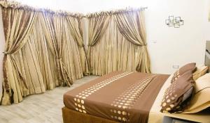 4 bedroom Blocks of Flats House for shortlet Ikate Elegunshi Lekki Phase 2 Lekki Lagos