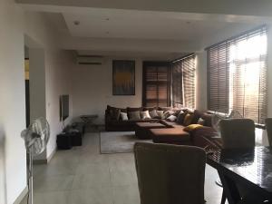 3 bedroom Shared Apartment for rent ONIRU Victoria Island Lagos