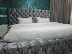 3 bedroom Mini flat Flat / Apartment for shortlet Bourdillon Ikoyi Lagos