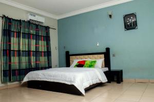 3 bedroom Terraced Duplex House for shortlet General paint Lekki Gardens estate Ajah Lagos