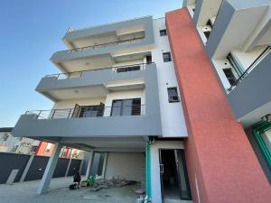3 bedroom Flat / Apartment for sale Enyo Area (Chisco Bustop)  Ikate Lekki Lagos