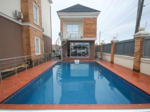 4 bedroom Terraced Duplex for shortlet ONIRU Victoria Island Lagos