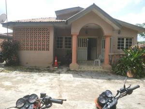 4 bedroom Detached Bungalow House for sale Behind trummed Adeoyo  Ring Rd Ibadan Oyo