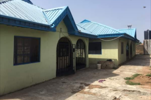 6 bedroom Flat / Apartment for sale CHECKING POINT AREA, AIRPORT ROAD, ILORIN, KWARA STATE Ilorin Kwara