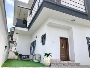 4 bedroom Detached House for shortlet ologolo Ologolo Lekki Lagos