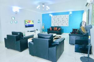 4 bedroom Self Contain for shortlet Ikate Lekki Lagos