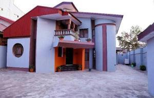 4 bedroom House for shortlet Toyin street Ikeja Lagos