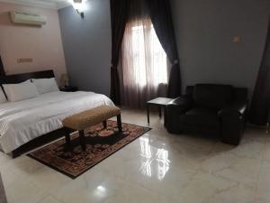 5 bedroom Flat / Apartment for shortlet Plot 11 golden springs estate  Duboyi Abuja