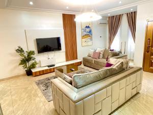 4 bedroom Terraced Duplex for shortlet Abiola Court 10 chevron Lekki Lagos